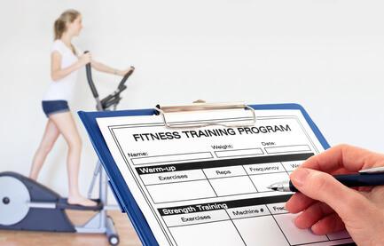 trainingsplan zum muskelaufbau und abnehmen im fitnessstudio abnehmen 3 0. Black Bedroom Furniture Sets. Home Design Ideas