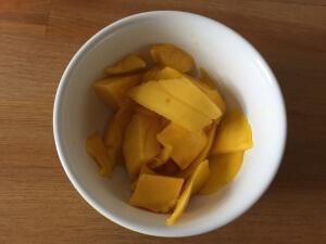 Mango schälen und schneiden