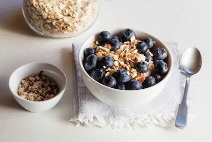 Vanille Porridge mit Heidelbeeren und Chiasamen
