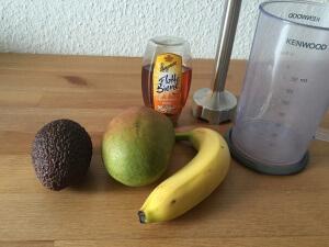 Zutaten Übersicht für Avocado-Mango-Bananen-Smoothie