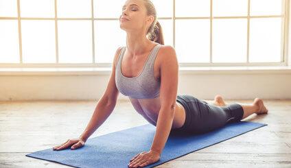 Yoga staerkt Koerper und Geist Warum du noch heute die Yogamatte ausrollen solltest