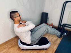 Bauch Übung Crunches Sit ups mit Vibrationsplatte